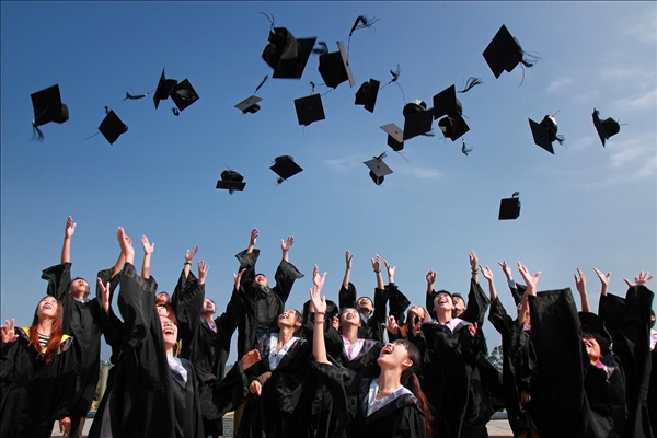 研究表明:大学生的财务使用情况标志着他是否成年