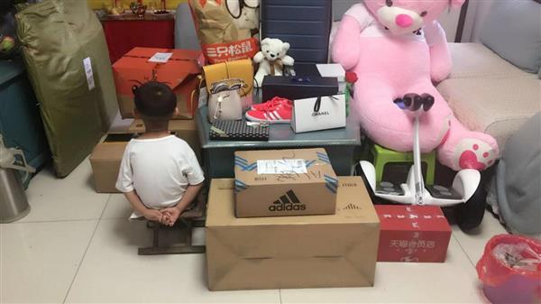 熊孩子手誤花7萬清空購物車 天貓:免運費退貨