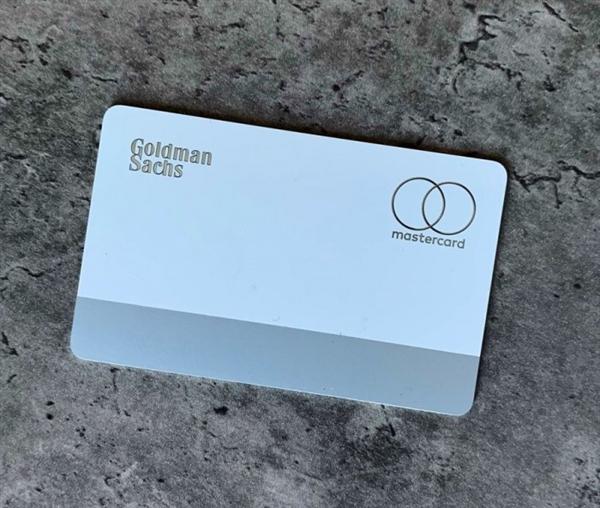 苹果名誉卡最先发走:买自家产品返现