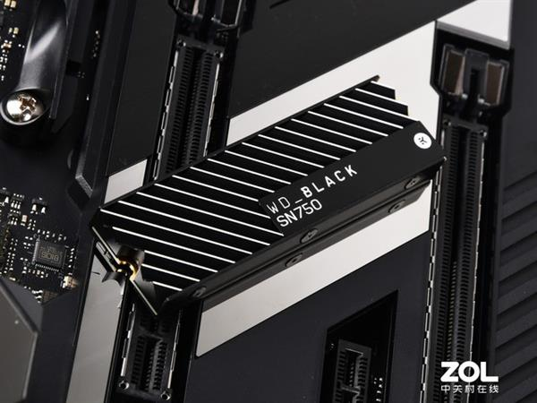 加装散热片 WD_BLACK SN750 SSD性能出色