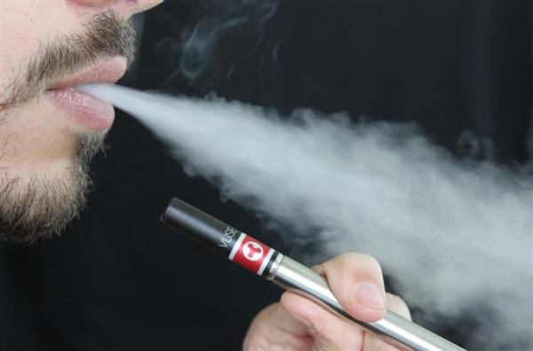 电子烟对身体有多大危害?专家:吸食一次就损伤心血管