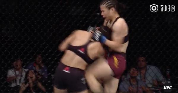 中国女选手张伟丽拿下国人首个UFC格斗冠军:42秒TKO!