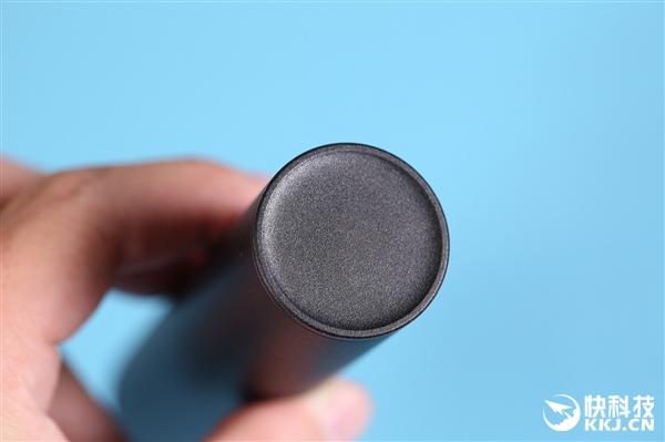射程可达110m 紫米强光手电筒充电宝图赏