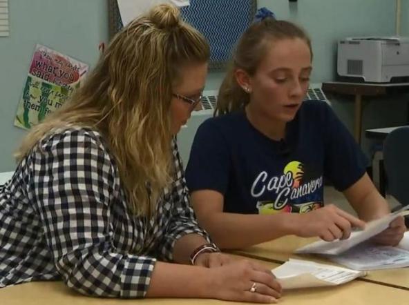 头部受伤后 美国16岁女孩每隔2小时就失忆 每天必带本和笔