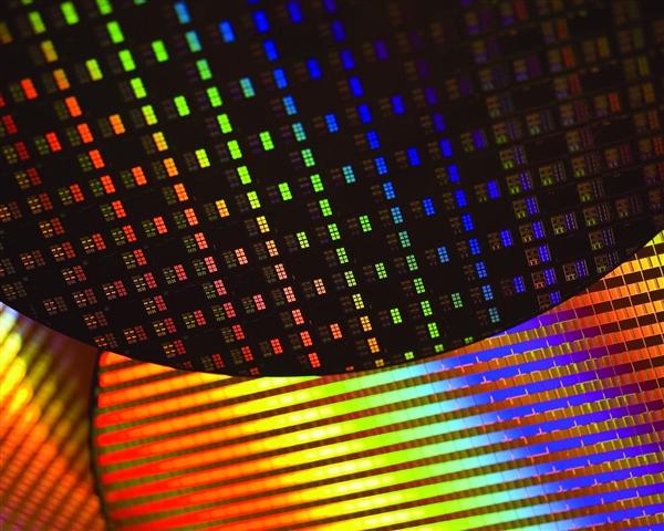 Intel 32nm工艺量产10周年:晶体管密度10倍提升 单核提升1倍