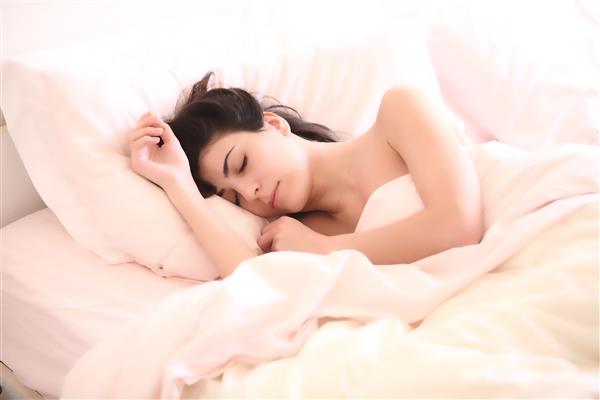 别熬夜了!睡眠不足的危害:肥胖、中风、变呆……