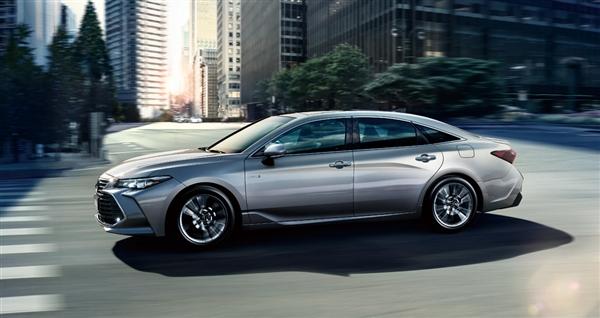 19.98万首!丰田亚洲龙2.0L车型正式上市
