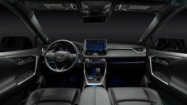 省油狂魔!清新丰田RAV4也出插电混动版了:百公里油耗2.6L
