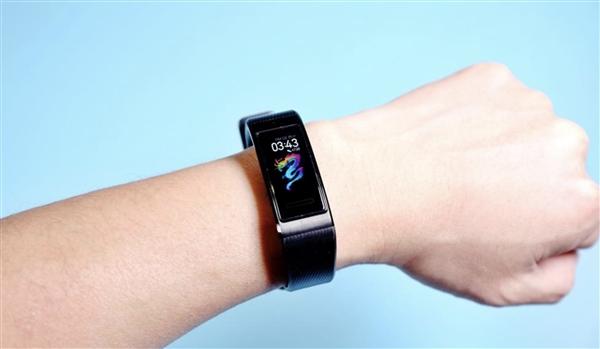 华为手环4 Pro双12 0点首销:399元 独立NFC GPS