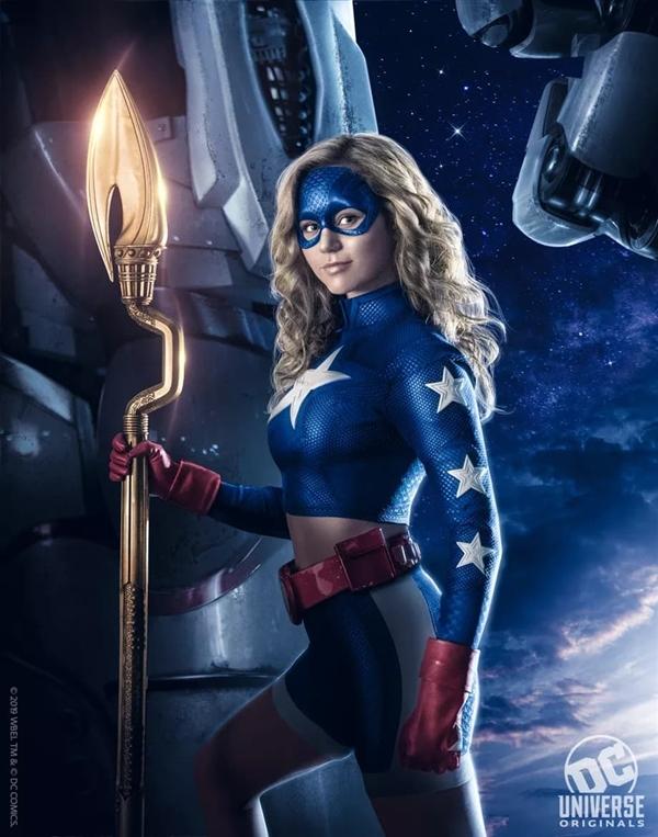 DC漫改新剧《逐星女》公布首支预告片:高中妹子化身超级英雄