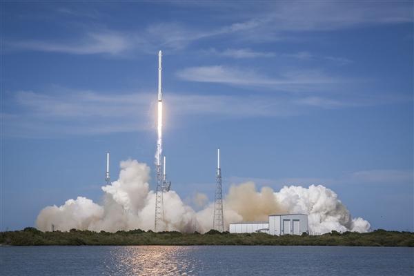 NASA宣布载人登月巨型火箭建造完成:2024年重返月球