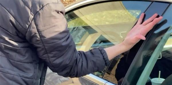 美国外子将特斯拉车钥匙芯片植下手背内 网友:不怕被锁外面了