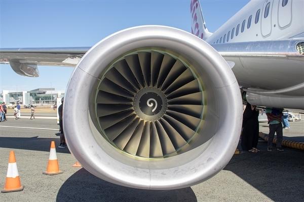 外子去飞机发动机扔硬币祝福 被判补偿亏损12万元