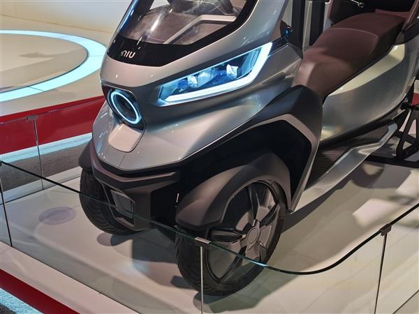幼牛发布发布全球主动驾驶三轮电动摩托车:声援5G、续航200km