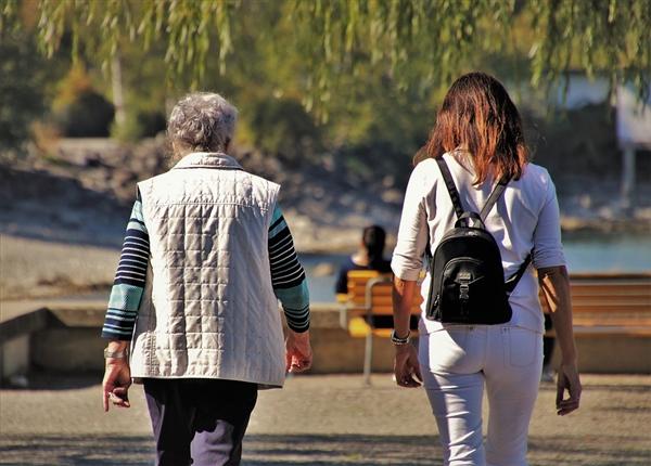天下老儒龄化趋势浑晰:寡国嫩人再失业成为潮流