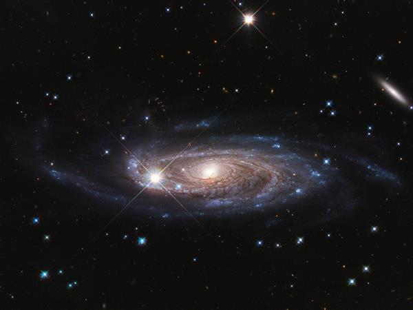 哈勃望远镜发现超巨型星系:10倍于银河系