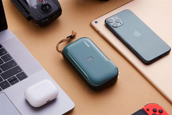 幼米有品上架众功能旅走充:带插头的充电宝