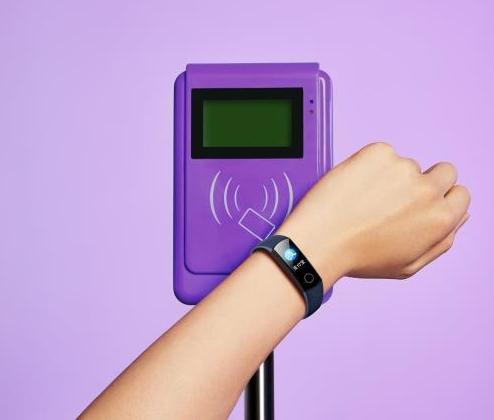 荣耀手环、手外限时削价:149元首可测血氧饱和度