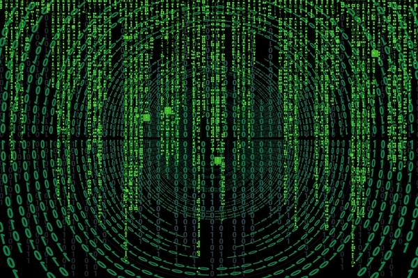《黑客帝国4》片场照曝光:长发基努李维斯与女主共骑摩托
