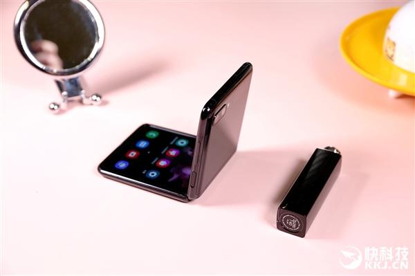上下翻盖 大幼双屏:三星Galaxy Z Flip折叠屏图赏