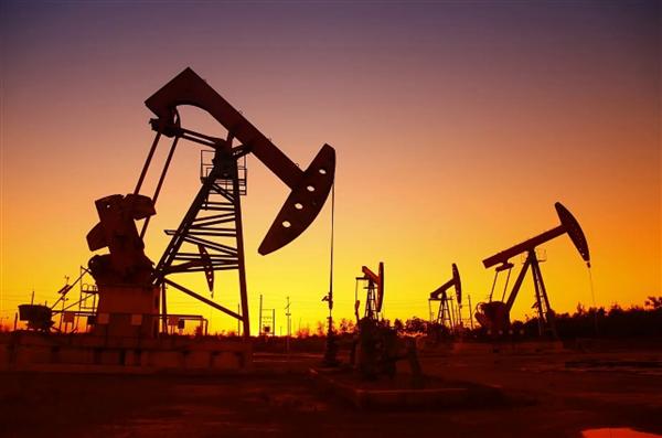 油价始次跌到负值!美国一升汽油仅1.83元 十年来史矮