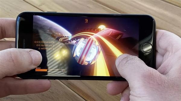 外媒把玩iPhone SE:名副其实的小屏旗舰