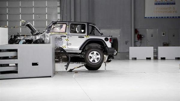 Jeep牧马人碰撞侧翻后续:正勤苦改进 随后将重新测试