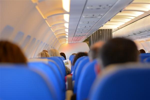 飛機上為何不能隔開坐?航空公司回應:票價漲9倍才行