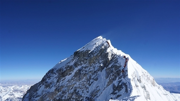 为什么非要人力给珠峰测身高?为何不必卫星、直升机