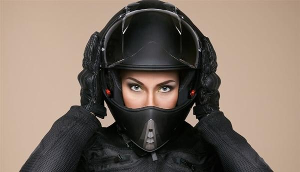 北京:佩戴坦然头盔纳入快递走业规范 快递员不戴将通报
