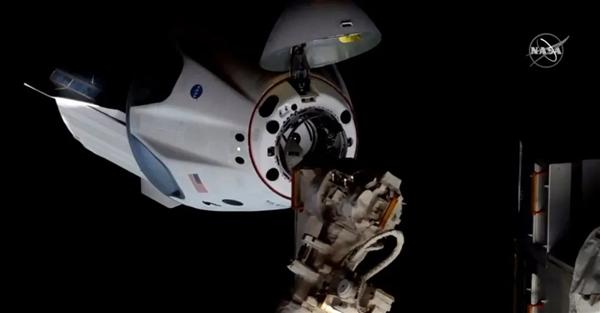 完美!SpaceX载人龙飞船对接国际空间站