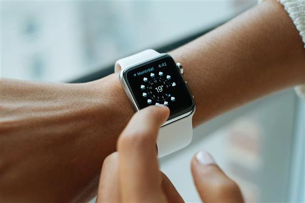 Apple Watch不仔细被弄湿 2000帧慢行为下望它如何排水:画面喜欢了