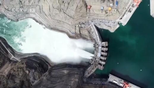 中国第四大水电站今日发电:世界最薄双曲拱坝 像鸡蛋壳一样