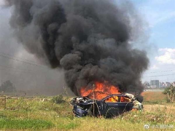 Model 3被指自动添速失控 碰撞后翻滚首火!特斯拉官方回答