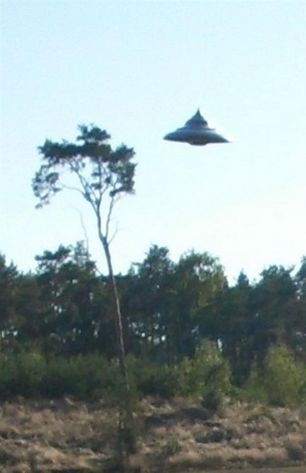 行家闹乌龙:40年来最清亮UFO现在击照实为凶作剧