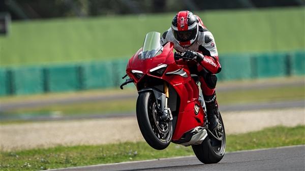 """摩托界的""""法拉利""""!杜卡迪Panigale V4售23.8万首:添速秒911"""