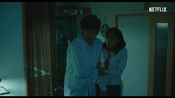 《咒仇之首》公布新片段 奥秘赤脚女子登场让清淡公寓秒变恶宅