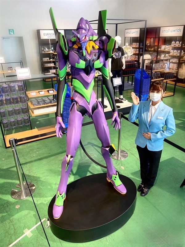 《EVA》初号机真人比例雕像 全高2.1米售价22万