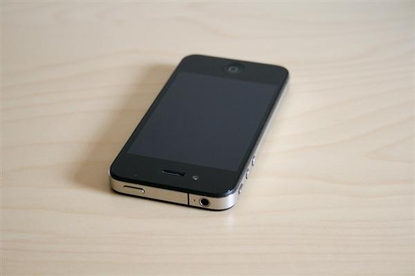 卢伟冰晒Redmi Note 8与iPhone 4:以前的手机这么幼?