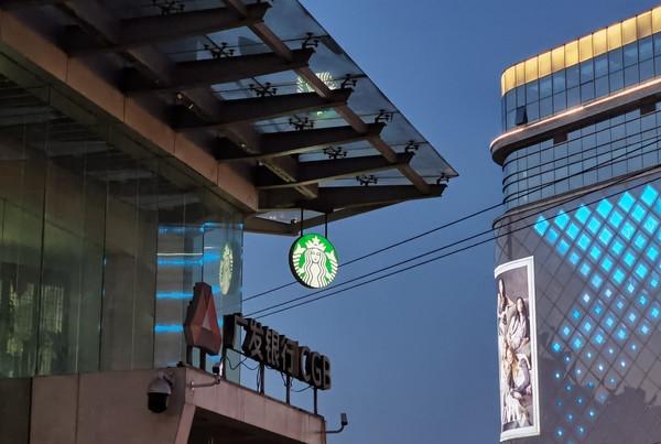 麦当劳宣布中国停用吸管 新杯盖亲测:冰可笑的快感没了
