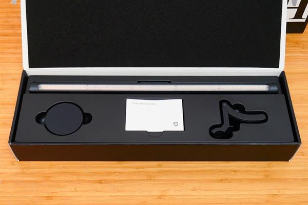 米家表现器挂灯上手:高性价比有效升迁办公体验