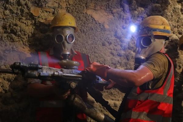 """中国第一条!世界稀奇的""""毒气""""隧道终于挖通了"""