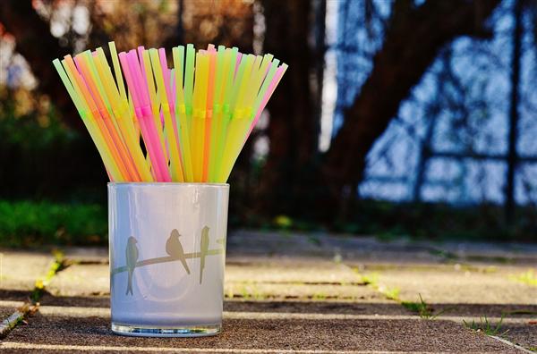 降解时间长达500年!塑料吸管岁暮禁用