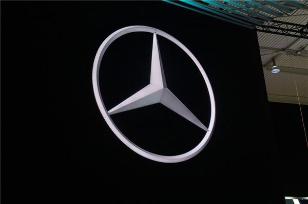德国奔驰工厂出现新冠聚集性疫情 20名员工病毒测试呈阳性