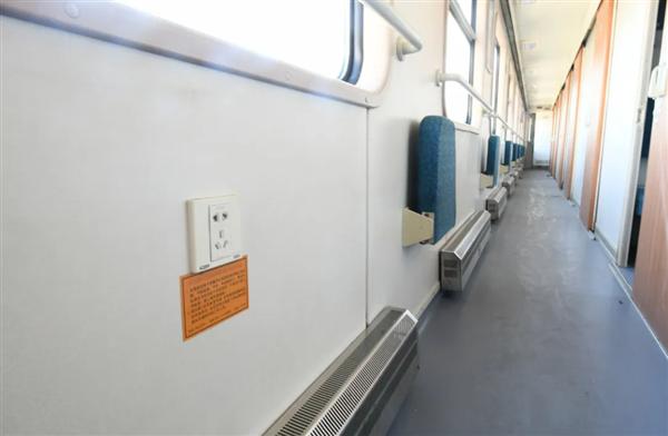 火车上手机没电 那些地方能充电?中国铁路官方给出最全指引