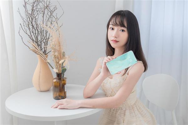 新颜王!魅族17 Pro月白天青今日开售:白色面板 陶瓷机身