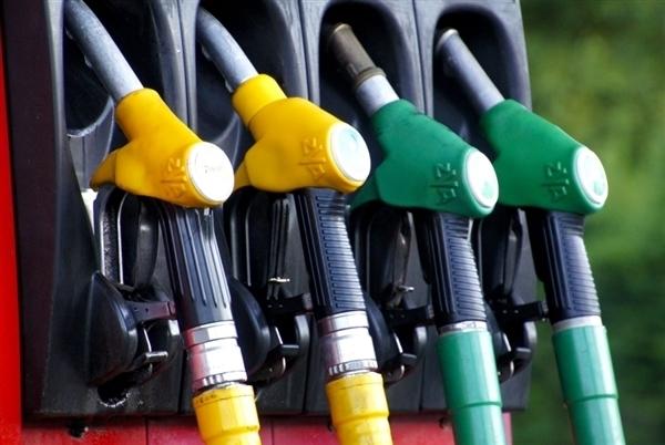 """国内多地加油站加油区域叫停 """"扫码支付"""":电磁辐射功率远大于通话"""