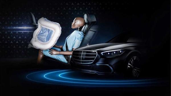 内饰设计再创先河!崭新奔驰S级9月2日发布 始搭后排正面气囊