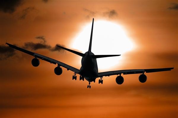 美国2架飞机突然相撞 机上7人无一生还