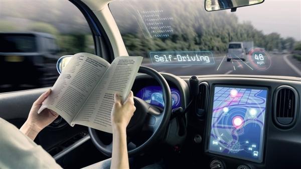英国激进!不用扶方向盘 具有车道保持功能的车辆明年可在全国公路行驶